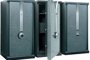 Перевозка сейфа – зачем столько внимания «железу»?